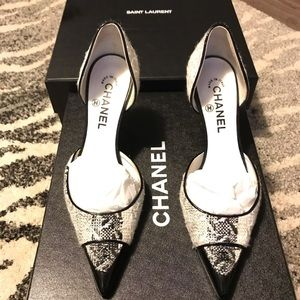 Auth Chanel logo tweed black white pumps